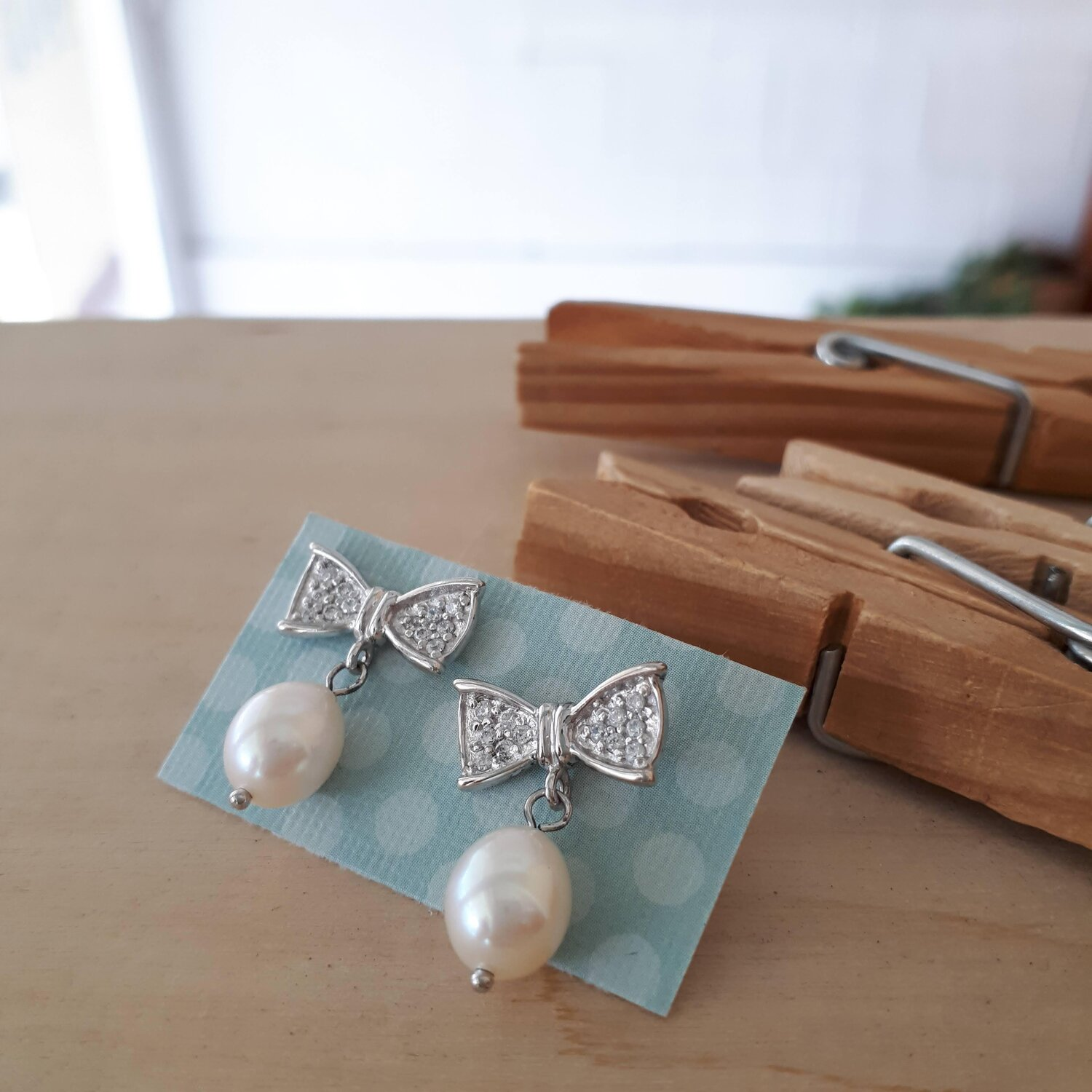 Bow with pearl drop earrings  Red Pony Consignment
