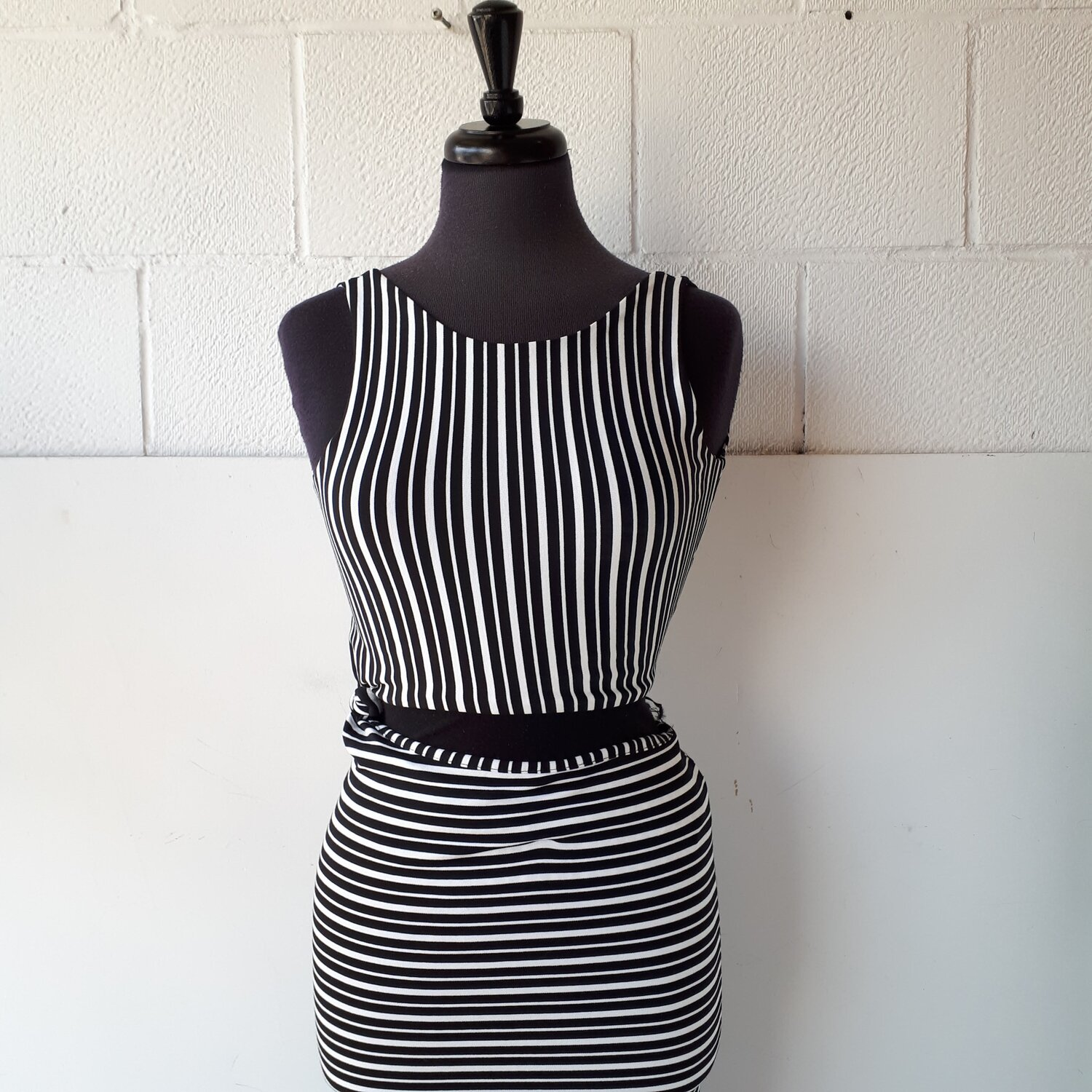 2 piece dress, Size XS  Red Pony Consignment