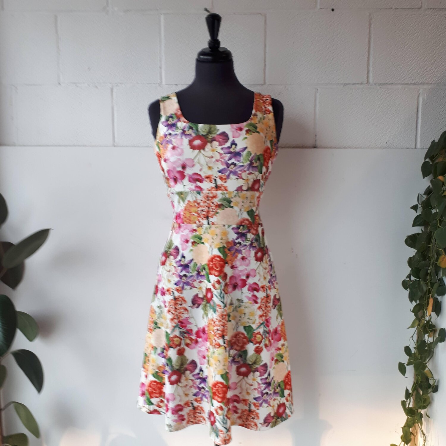 Botanical dress, Size S  Red Pony Consignment