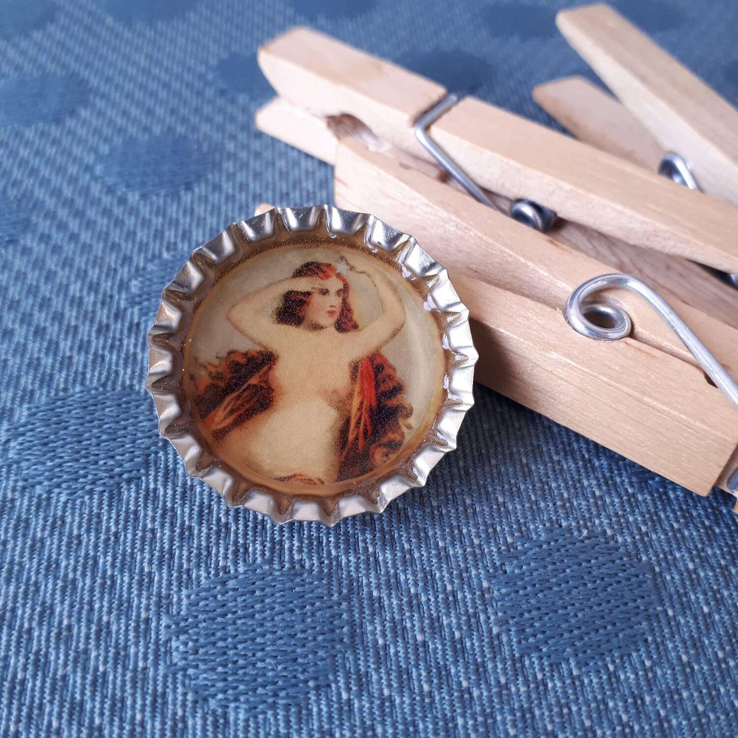 Botticelli bottle cap brooch  Red Pony Consignment