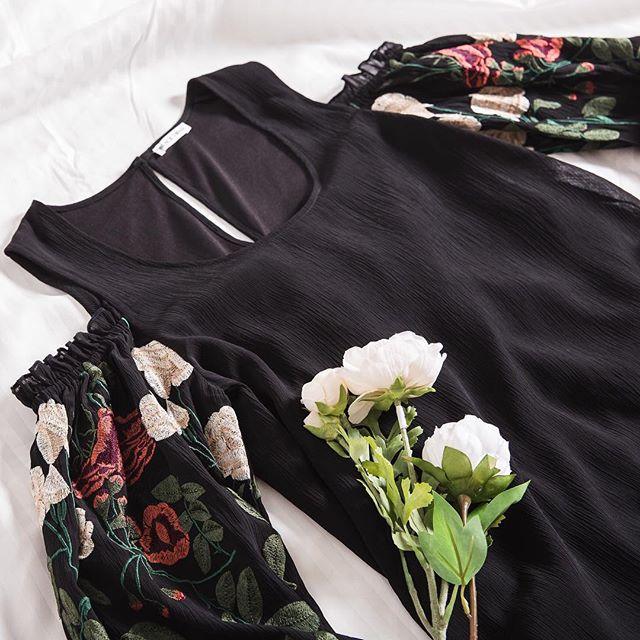 Show some shoulder 🌹 #blackswanclothing