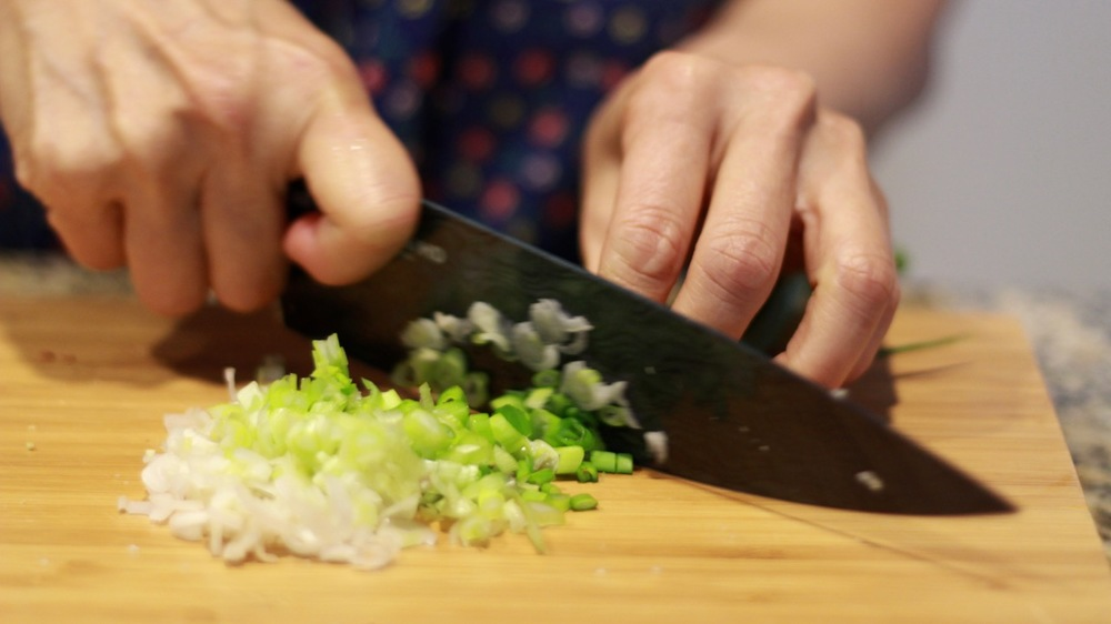 Chop green onion.