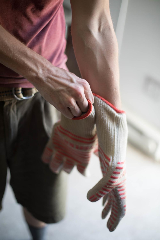 Jimena-Peck-Denver-Lifestyle-Editorial-Photographer-Daniel-Gray's-Sourdough-Bread-Gloves