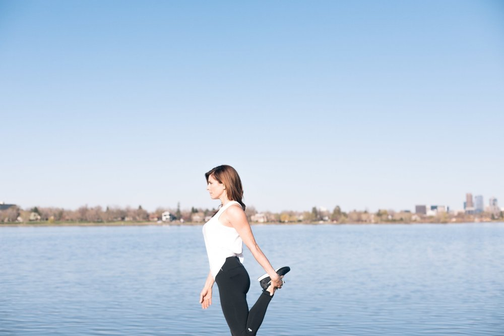 Jimena-Peck-Denver-Lifestyle-Editorial-Photographer-Lakehouse-Denver-Stretching-Legs