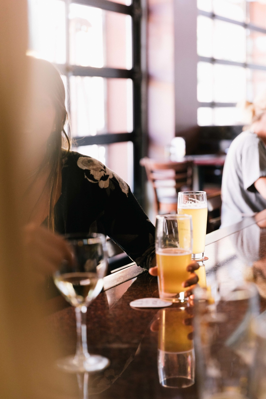 Jimena-Peck-Denver-Food-Photographer-Gordon-Biersch-Brewery-Beer-Pint-Hands
