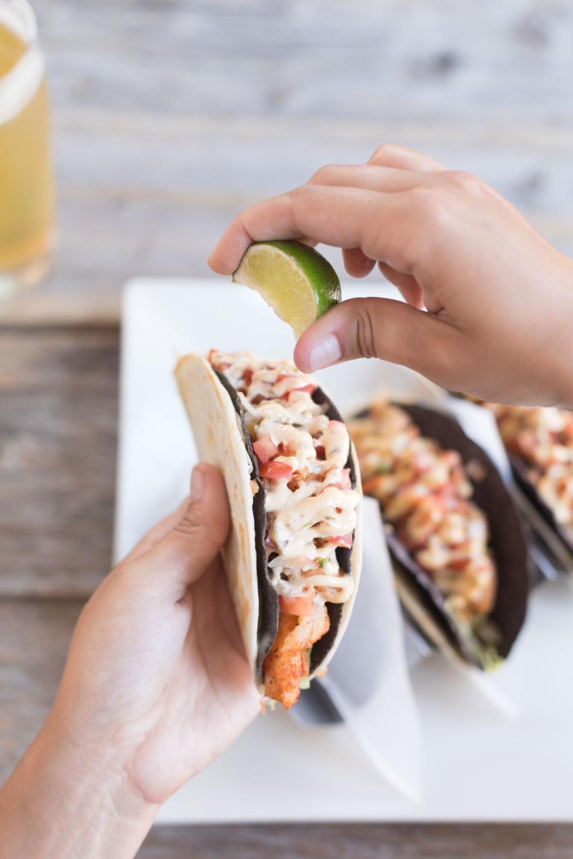 Jimena-Peck-Denver-Food-Photographer-Gordon-Biersch-Brewery-Taco-Lime-Hands