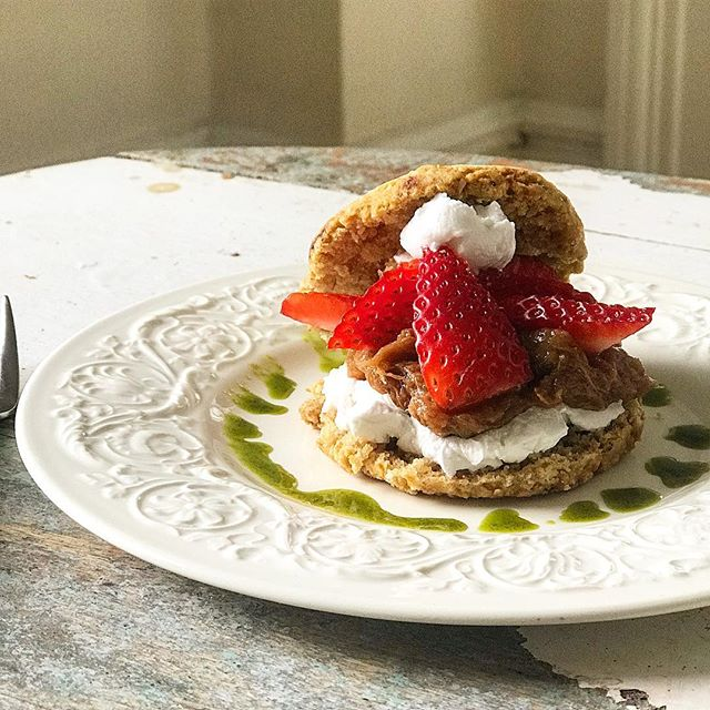 You can eat this!  Sunday @nectarjuicery 11:00am $39 pp  Email info@marikarichoz.com to book.  Adaptogen Brunch Matcha moringa and lions mane iced almond mylk latte. *** Lemon almond flour shortcakes. Local strawberries and rhubarb. Whipped coconut cream and basil Ashwaganda syrup. Pine pollen. *** Beet lox on buckwheat and sunflower triphala bread. Cashew dill cream cheese. Capers and pickled red onions. *** Cauliflower tabouleh. Mint and basil. Avocado. Chickpeas and pumpkin seeds. Ashwaganda citrus vinaigrette. *** Frozen dark cacao reishi bark. Hazelnuts. Cacao nibs. Salted granola clusters.