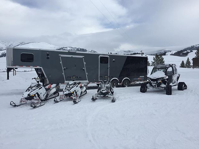 The snow is plentiful in our back yard! Get out and have some fun and have a Merry Christmas! #idahobackcountry #smileycreek @polarissnow @californiacustom01 @keithcurtis711 @ljcasperson @dallincasperson @lloyd_casperson @tcaspy @snowestmagazine @racermsha