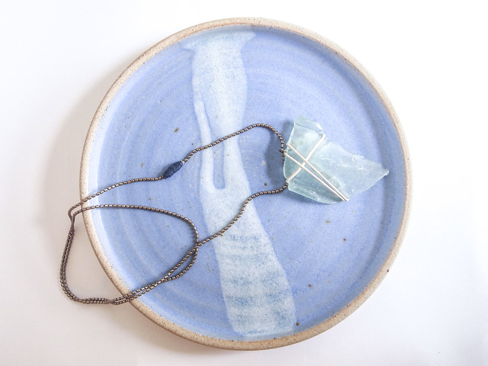 Does your mum love to spend time by the seaside? The organic shades and textures of the plate are perfectly complemented by the seaglass necklace and are so evocative of a British beach holiday.  Plate: Libby Ballard Necklace: Pica Pica