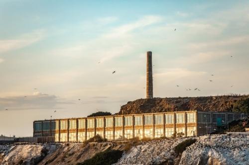 Alcatraz_sunset_building.jpg
