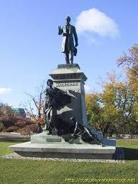 Mackenzie - statue.jpg