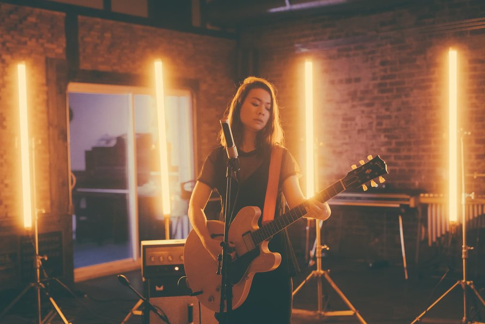Mitski in studio