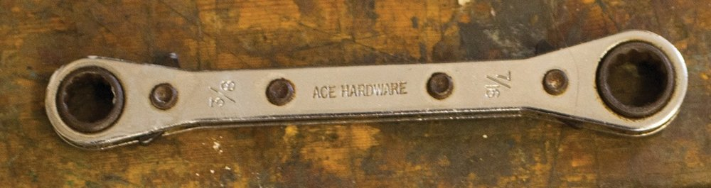 Double-ratcheting Wrench