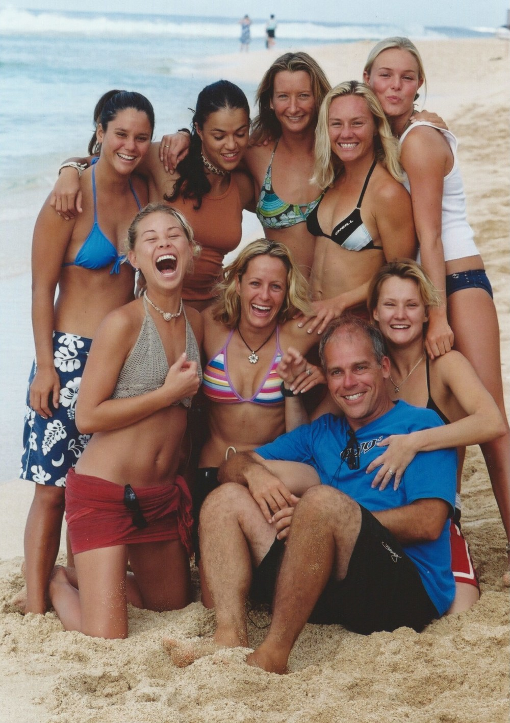 Blue Crush,  North Shore Oahu  Top : Megan Abudo, Michelle Rodriguez, Layne Beachley, Rochelle Ballard, Kate Bosworth.   Bottom : Sanoe Lake, Kate Skarratt,  Rick Dallago,  Keala Kennely,