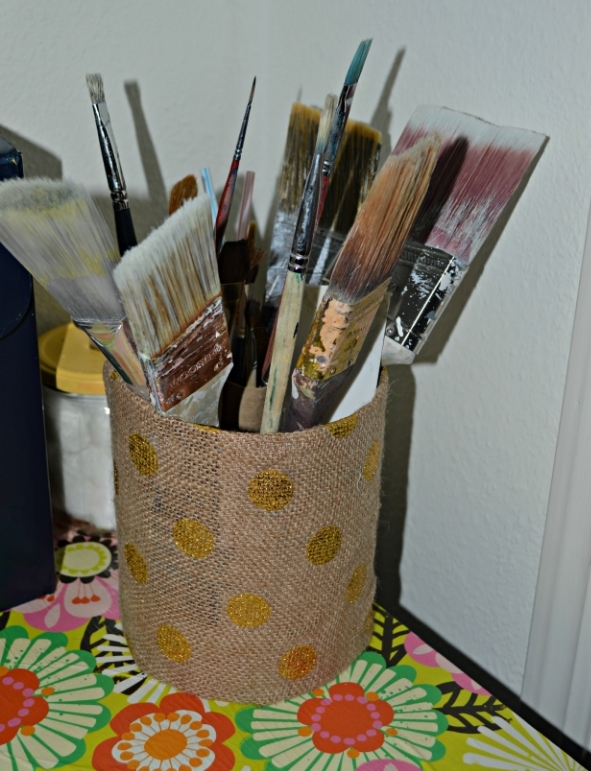 organize paint brushes