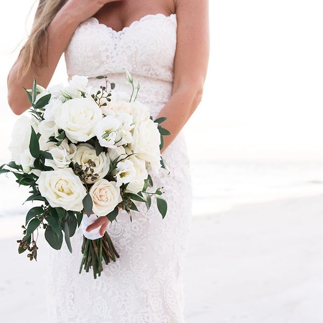 White flowers for a beautiful beach wedding in the most wonderful place ... #florida !!! . . . . . #floridabeaches #floridabeachwedding #sarasotabeachwedding #westpalmbeach #westpalmbeachwedding #lidokeywedding #tampaweddingphotographer
