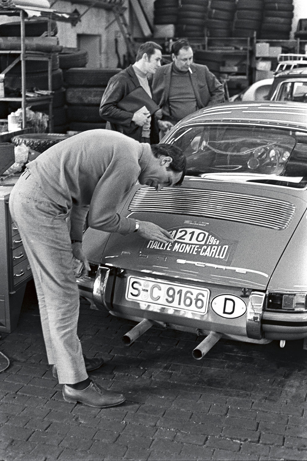 Vic_Elford_and_his_911_T__1968_.jpg