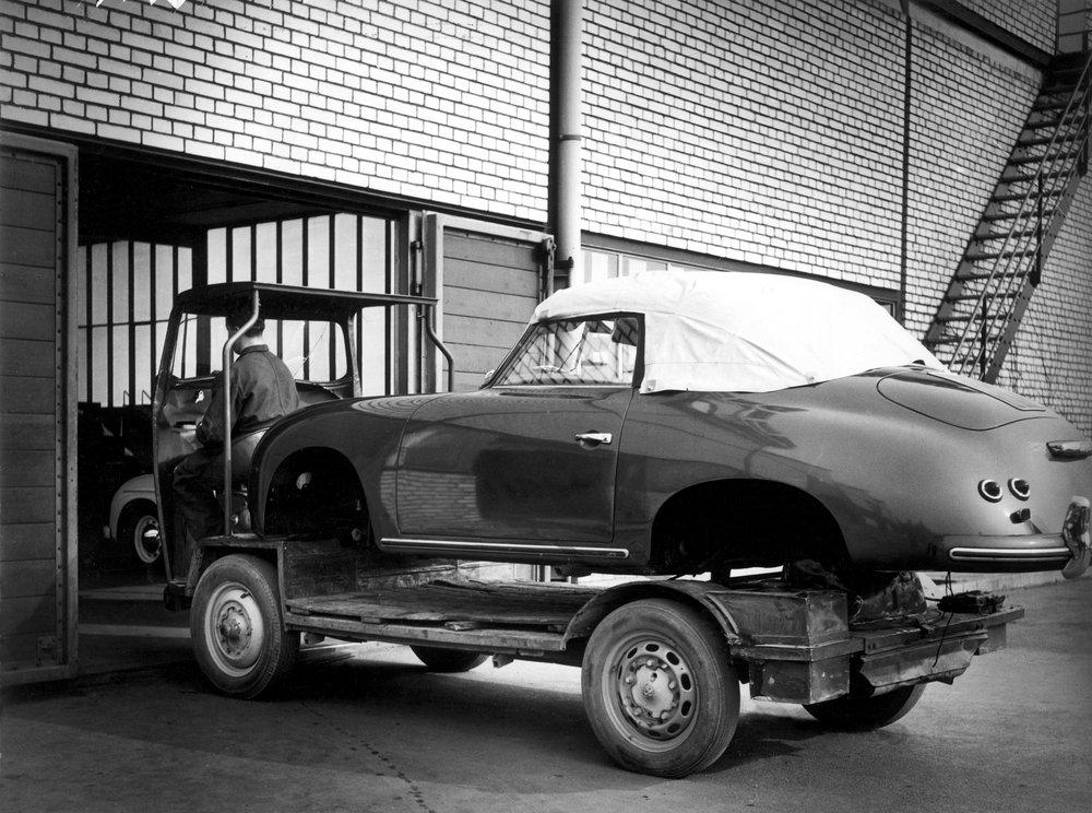 1956 356A cabriolet assembly HAV 2977.jpg