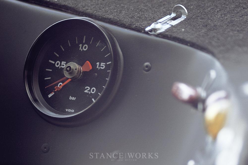 porsche-935-boost-gauge.jpg