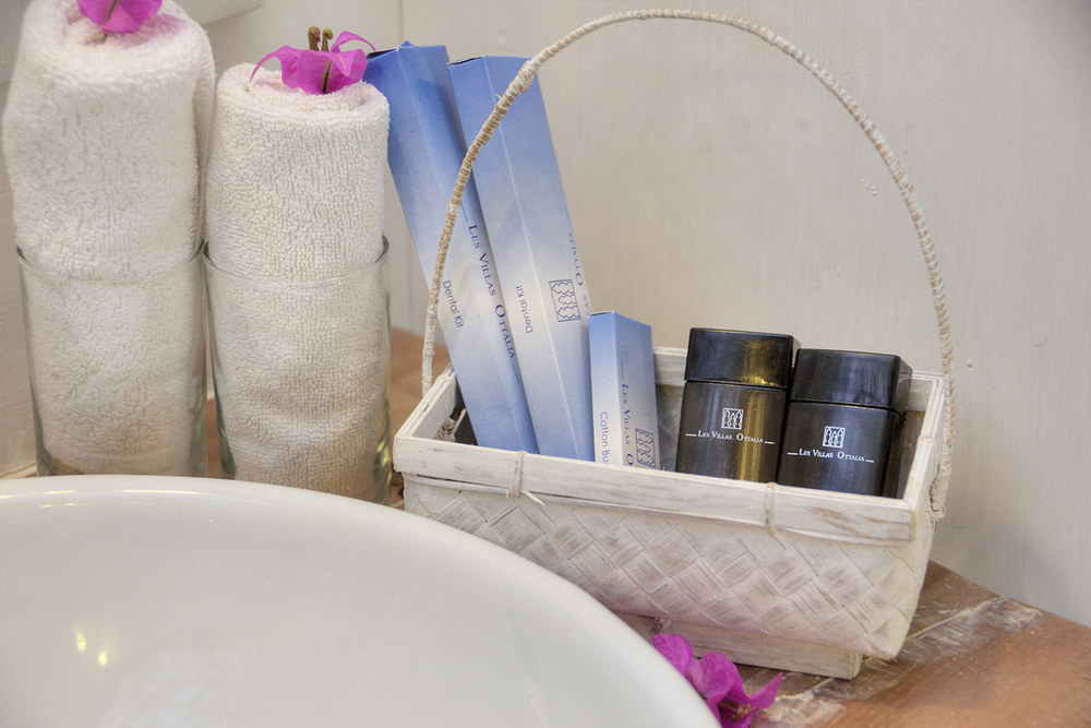 Bathroom and products - Les Villas Ottalia