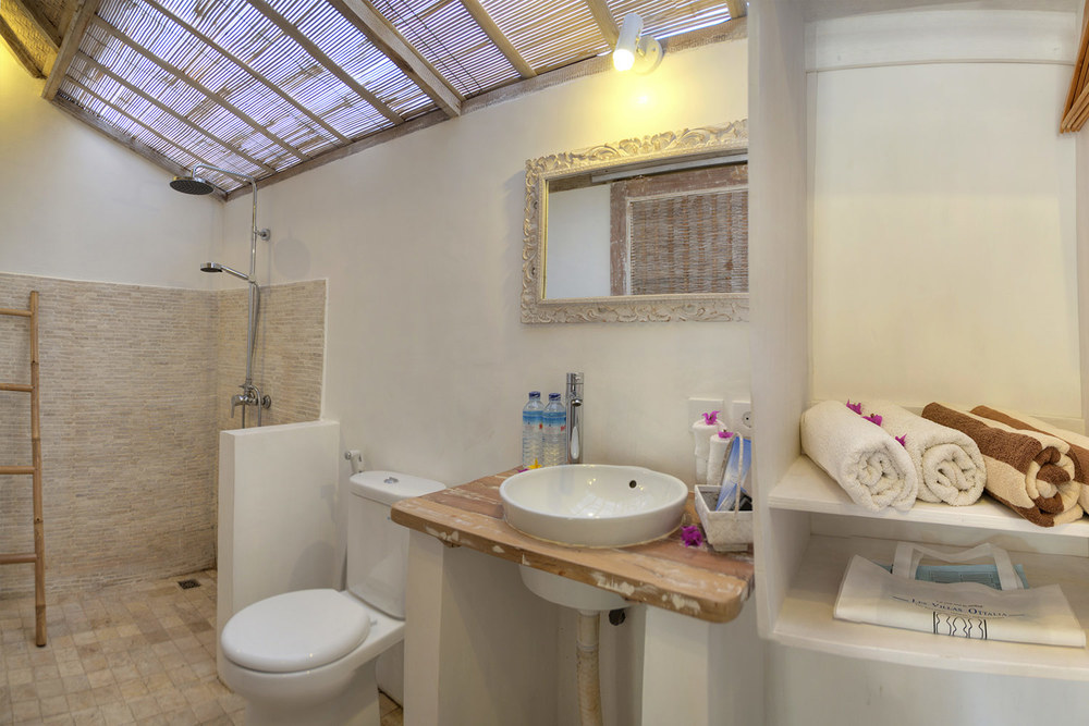 Indoor bathroom Bungalow Gili - Les villas Ottalia