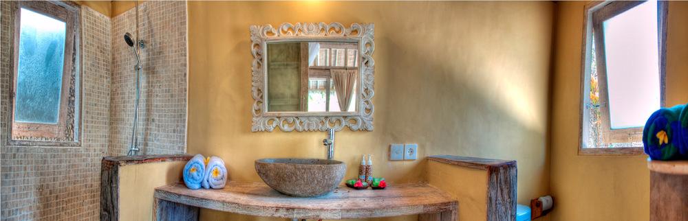 Bathroom villa Gili Meno