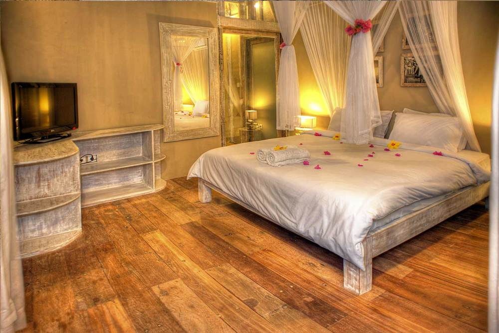 Bedroom by night The Villas Ottalia