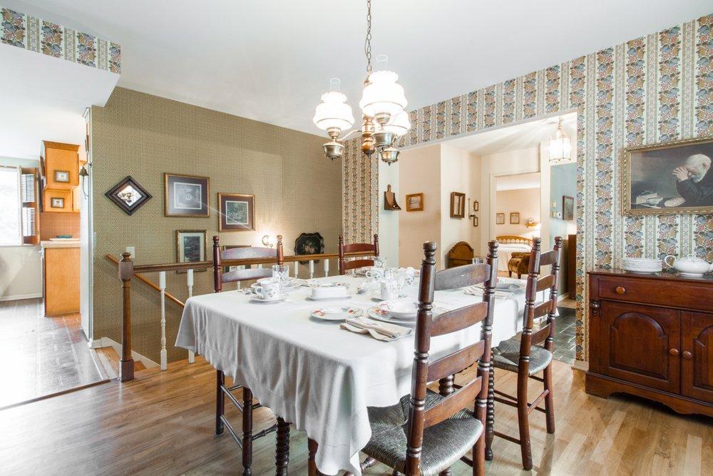 Dining-Room_1800x1200_2697583.jpg