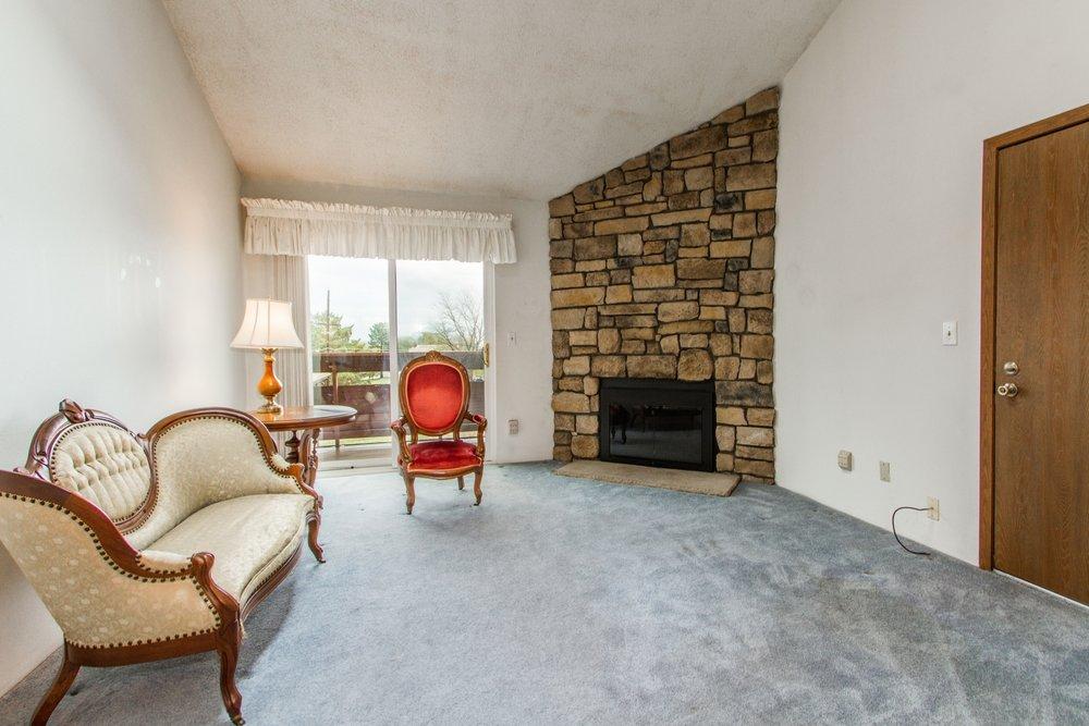 Living-Room_1800x1200_2694156.jpg