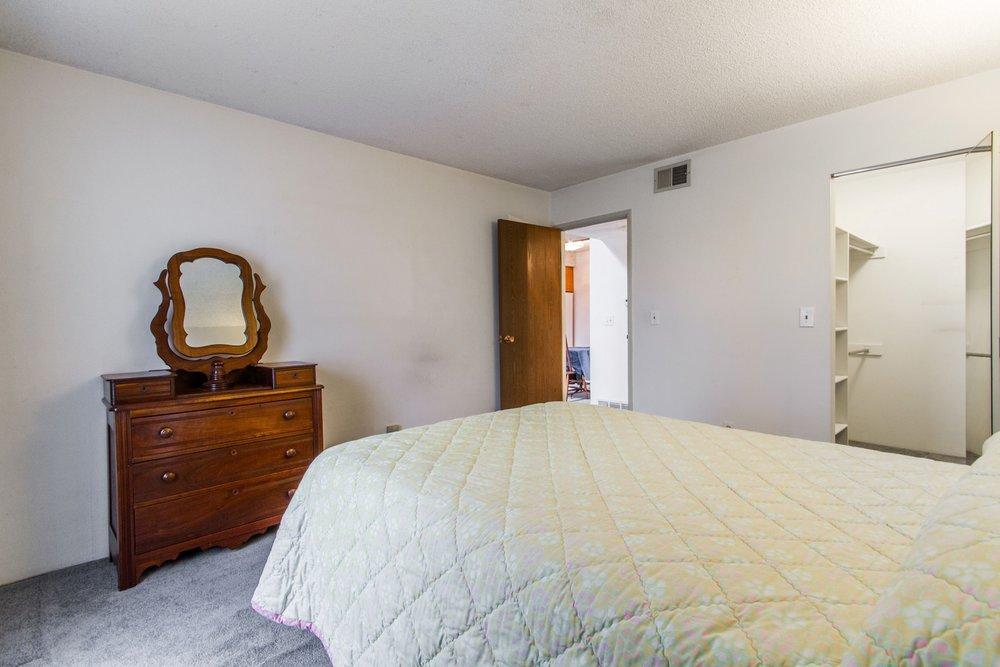 Bedroom_1800x1200_2694120.jpg