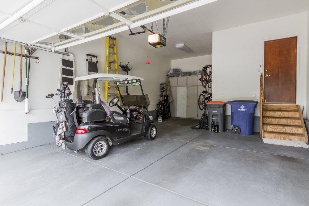 Garage_1800x1200_2762627.jpg