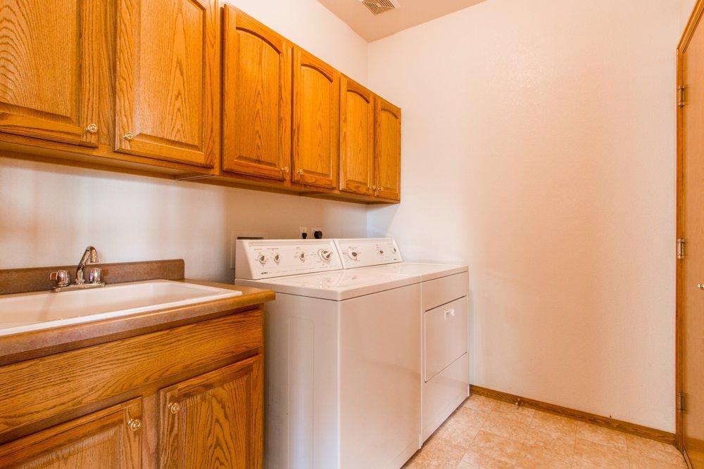 Laundry-Room_1800x1200_2794118.jpg