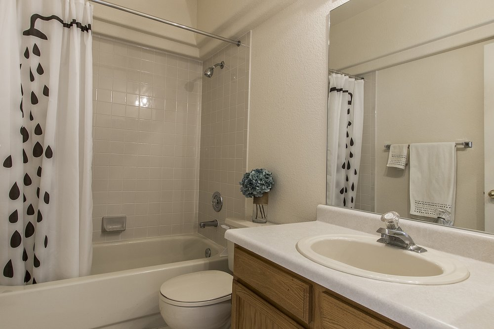Copy of Bathroom_1800x1200_2473178.jpg