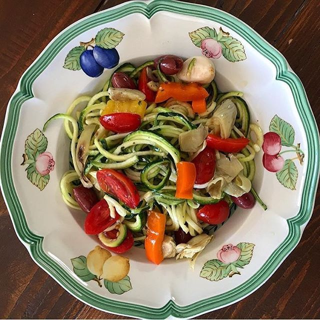 Lookin for some simple healthy recipes to kick off the new year? First things first - get a vegetable spiraler!  My #vegan #glutenfree #dairyfree #lowcarb version of Italian pasta salad! Zucchini noodles with cherry tomatoes, bell peppers, kalamata olives, andgrilled marinated artichokes. Dressing: 1/2 cup apple cider vinegar, 1/4 cup olive oil, Italian herbs, sea salt, 1 tsp Dijon mustard, 1 tsp honey