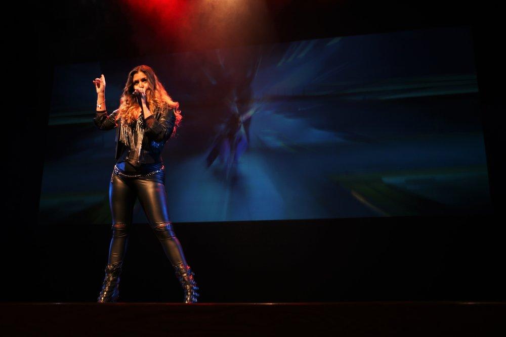 Cristina Ramos cantando  Highway to hell  en el CICCA