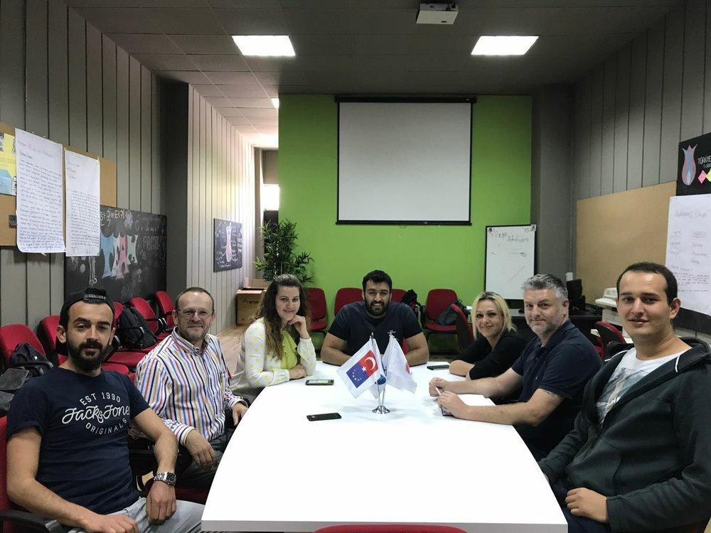 El equipo formado por integrantes de 4 países juntos contra el cyberbullying