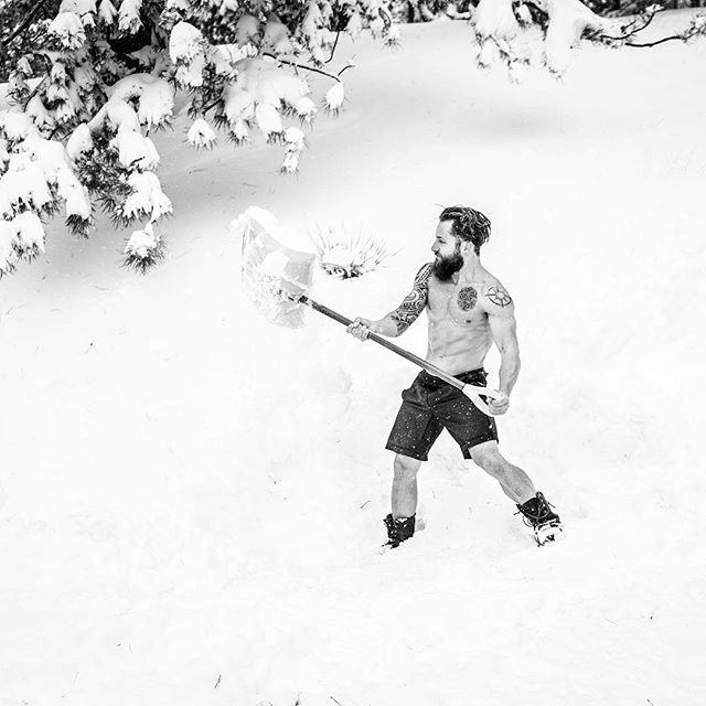 Snow WOD ⛄️ ❄️ Just one week until our XMAS Hustle! We have a handful of tickets left! All proceeds of this event will be split between two charities; Centrepoint who are a homeless charity and FIT who work towards making fitness accessible to vulnerable people. You can even donate via our link if you can't make the actual event! Any donations are appreciated!  Don't wait until it's too late! Link in the bio!