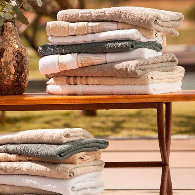 Mix de toalhas em tonalidades bem neutras para combinar com qualquer estação! Comece o ano renovando o enxoval e tenha mais momentos de conforto no seu lar. Garanta as suas nas principais lojas do segmento!