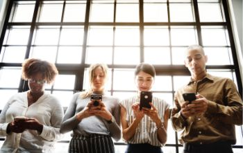 blogpic_workers_using_mobile_phones.jpg
