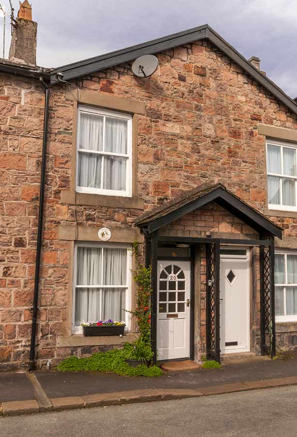 Fence Cottage-A Traditional Self-Catering Cottage in Keswick Town