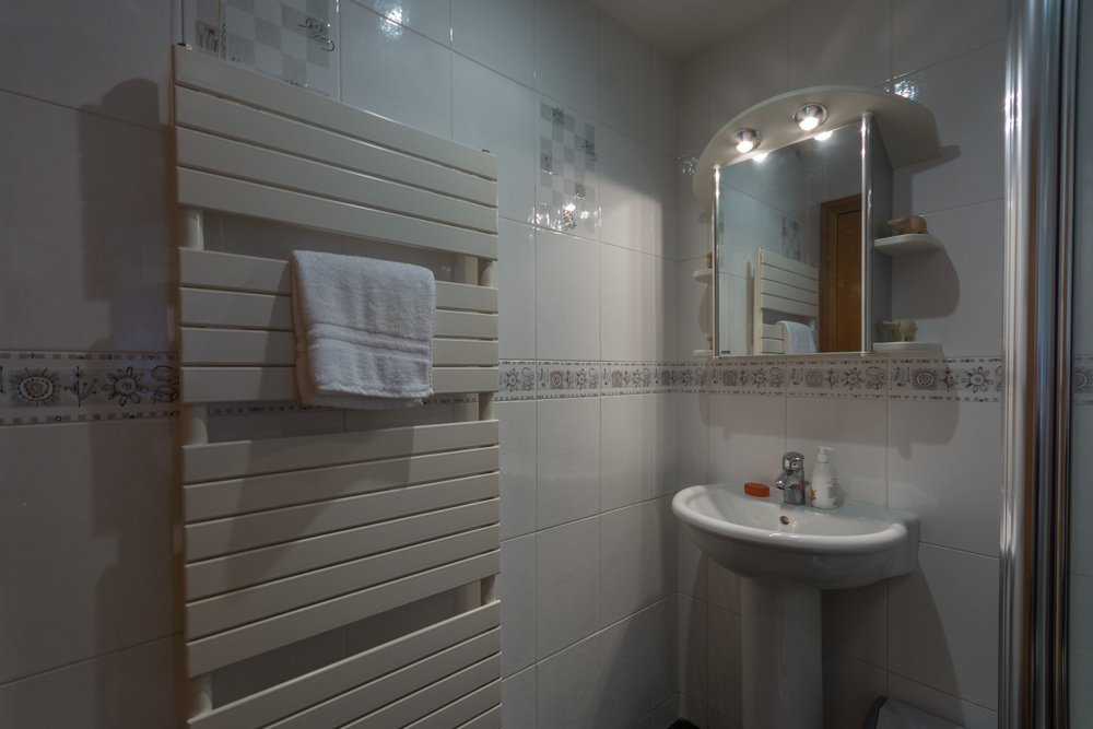 Downstairs Shower Room - Beech Nook Thornthwaite, Keswick Holidays Self Catering.jpg