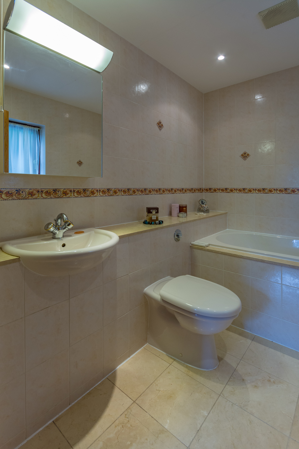 Ensuite Bathroom 1 - Beech Nook Thornthwaite, Keswick Holidays Self Catering.jpg