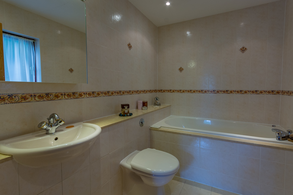 Ensuite bathroom 2 - Beech Nook Thornthwaite, Keswick Holidays Self Catering.jpg