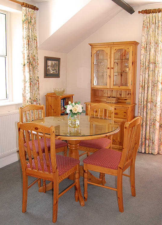 Derwent Cottage Mews dining.jpg