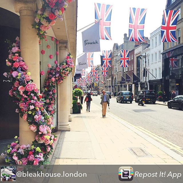 My pleasure to repost this as I was trained in high end retail at Fenwick of London some twenty years ago. Experience I still call upon today when helping my clients shape their customer's experiences! #london #retail #bondstreet #shopping #branding #regram