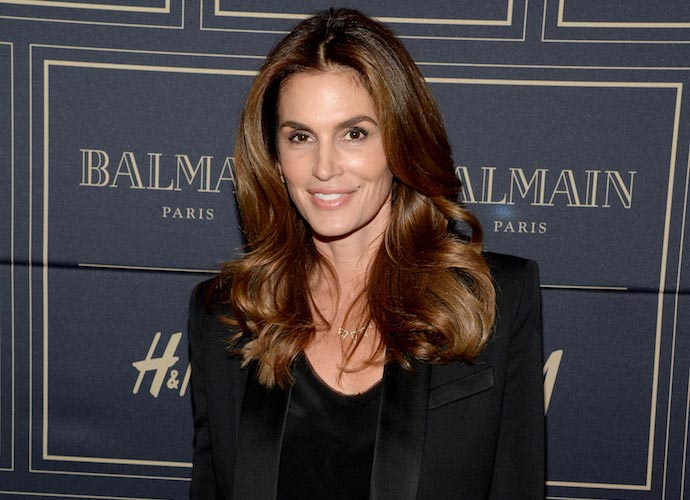 Cindy Crawford Makes A Nude Cameo On 'Lip Sync Battle'