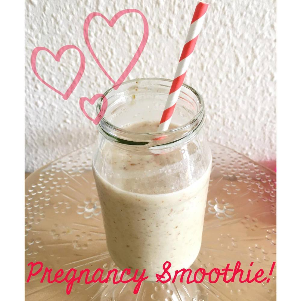 pregnancy smoothie: almonds and dates!