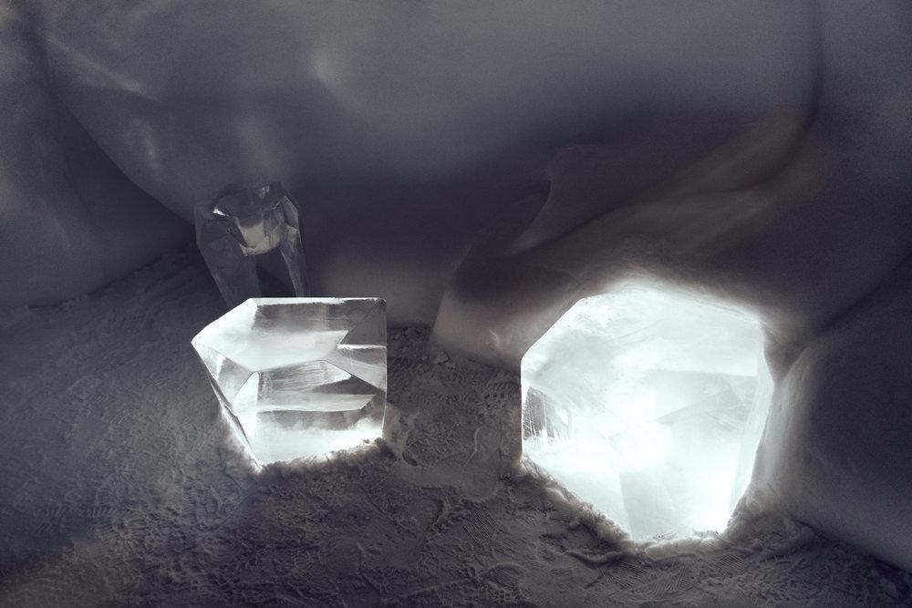 ice sculptures art sweeden ice hotel