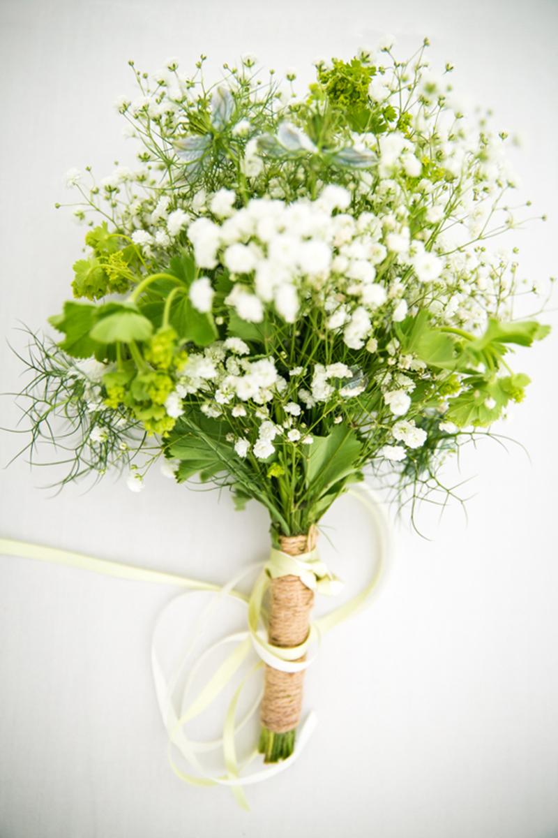 simple_wedding_bouquet.jpg