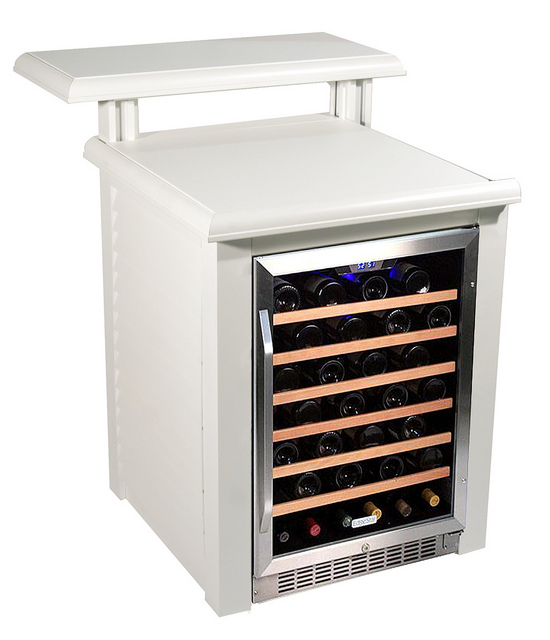 The multi-bottle speed rack provides quick service pours for your guests, a great option is to add our beverage center module. It can also serve as a refrigerator since you can arrange the racks as you please.